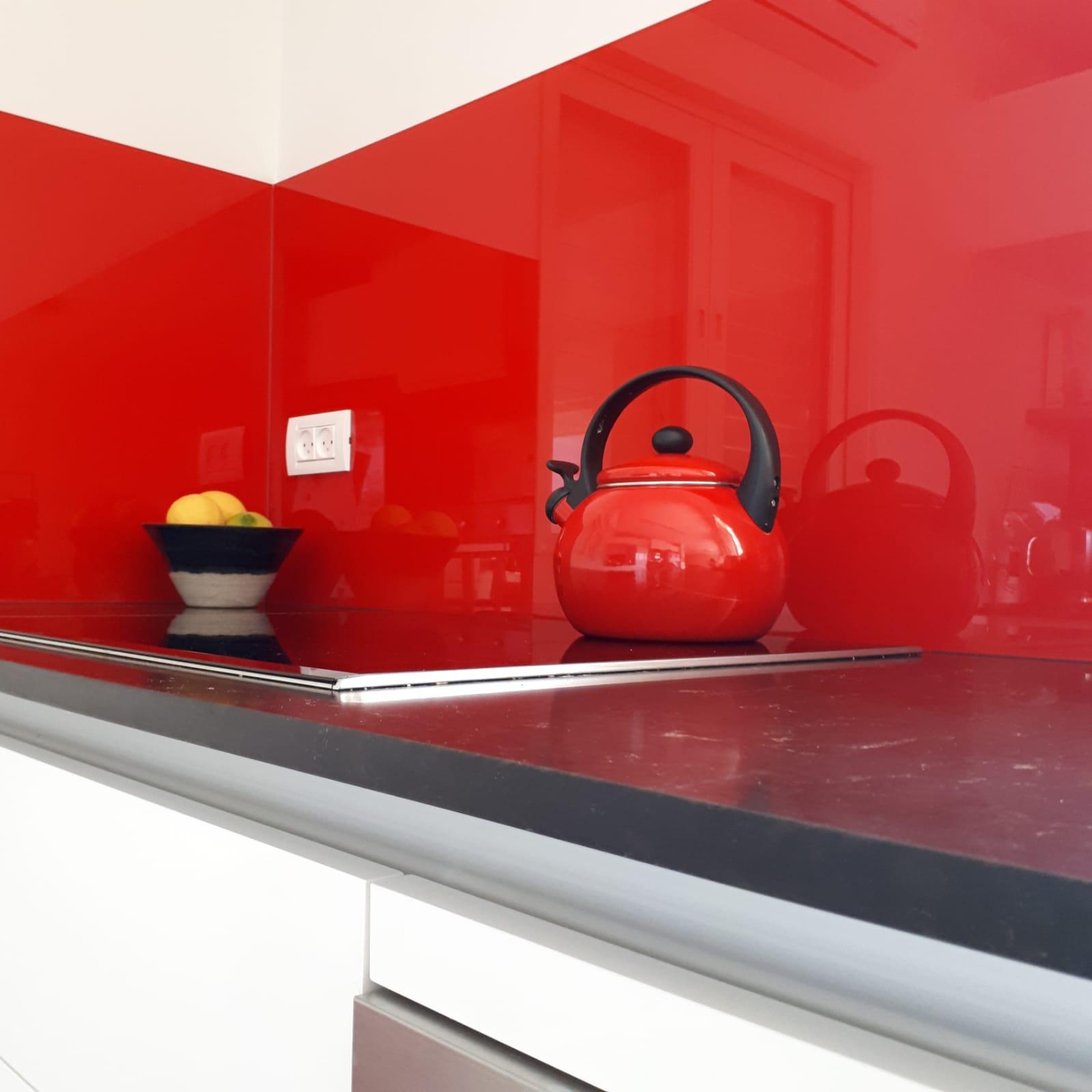 מטבח בסגנון מודרני. עוצב על ידי המעצב <a href='/designers?des_id=2386'>עירית לביא</a>