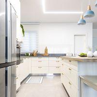 מטבח בסגנון מודרני. עוצב על ידי המעצב <a href='/designers?des_id=2468'>הילה אריאלי</a>